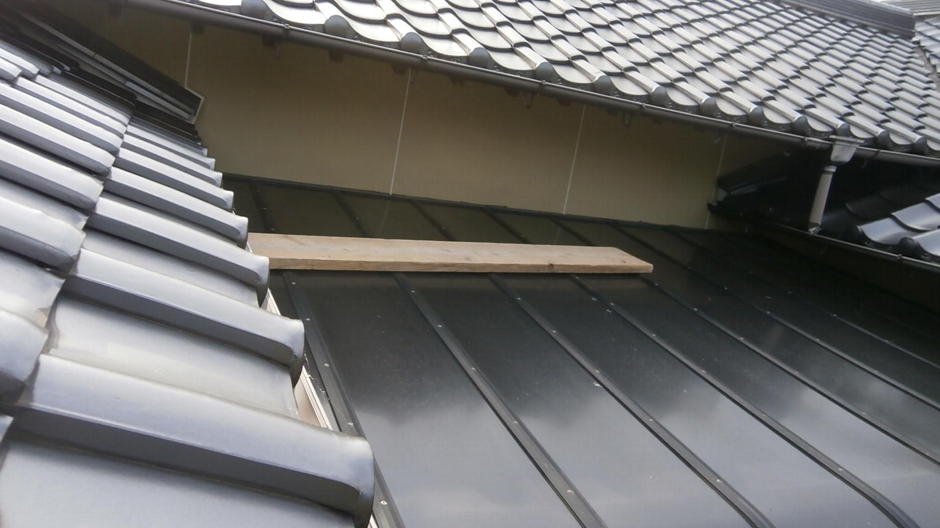 壁隙間 シール材で補修