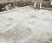 陸屋根・バルコニー・ベランダチェック2.表面(床)がざらざらしている・傷や亀裂がある